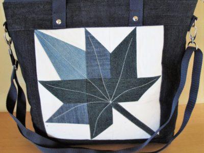 Taschen mit Herbstblatt